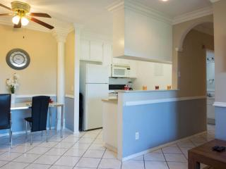#11 Sunny 2BR Hollywood w/ Parking! - Los Angeles vacation rentals