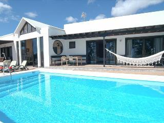 Comfortable 4 bedroom Villa in Costa Teguise - Costa Teguise vacation rentals