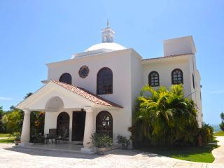 UNIQUE 3 BR Beach Front Villa in Puerto MORELOS Mx - Puerto Morelos vacation rentals