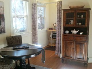 Elegant Suite in Downtown Manitou Springs - Manitou Springs vacation rentals