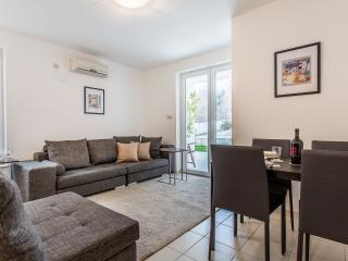 Nice Condo with Internet Access and A/C - Baska vacation rentals