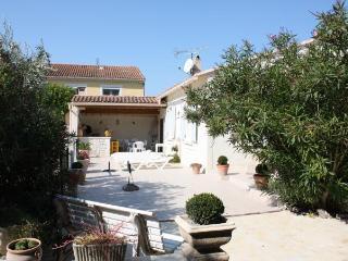 Villa provençale pour 6 personnes avec piscine - Maillane vacation rentals