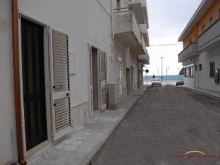salento casa 1 piano a 50 mt dal mare - San Foca vacation rentals