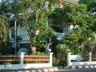 Seaside 4 bed family house 150 m from beach and 50 m swimming pool. - Na Chom Thian vacation rentals