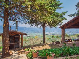 5 bedroom Villa in Assisi, Umbria, Italy : ref 2235569 - Collemancio vacation rentals