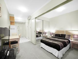 Epic location 1min walk to QUEEN VICTORIA MARKET - Melbourne vacation rentals