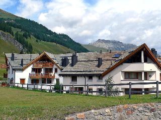 Sunny 3 bedroom Saint Moritz Condo with Internet Access - Saint Moritz vacation rentals