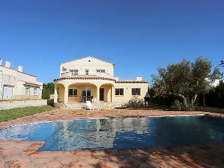 5 bedroom Villa in L'Ametlla de Mar, Costa Daurada, Spain : ref 2016449 - L'Ametlla de Mar vacation rentals