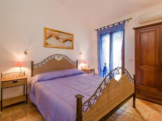 Bright 2 bedroom Loiri Porto San Paolo Villa with A/C - Loiri Porto San Paolo vacation rentals