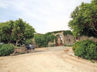 Sunny 4 bedroom Farmhouse Barn in Sigonella with Internet Access - Sigonella vacation rentals