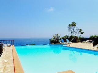 1 bedroom Apartment in Le Lavandou, Cote d Azur, France : ref 2371652 - Le Lavandou vacation rentals