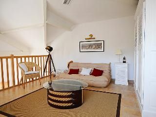 2 bedroom Apartment in Hyeres, Cote d'Azur, France : ref 2009147 - Carqueiranne vacation rentals