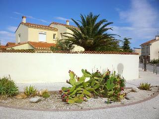 6 bedroom Villa in Saint Cyprien, Pyrenees Orientales, France : ref 2217687 - Saint-Cyprien-Plage vacation rentals