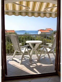 Family friendly Yellow apartment in a peaceful bay - Vinisce vacation rentals