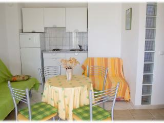 Family friendly Green apartment in a peaceful bay - Vinisce vacation rentals