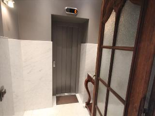 Roulotte - Studio, 3rd Floor - ZEA 39140 - Liege vacation rentals
