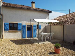 Fennel Gîte, Perfect for Couples, Heated Pool - Chatenet vacation rentals