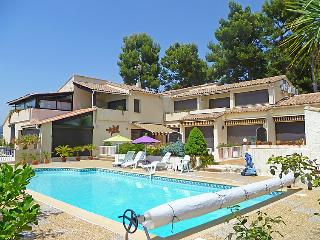 4 bedroom Apartment in Saint Cyr La Madrague, Cote d'Azur, France : ref 2012568 - Saint Cyr sur mer vacation rentals
