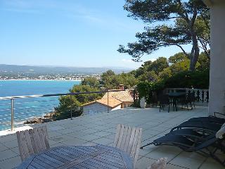 2 bedroom Apartment in Saint Cyr La Madrague, Cote d'Azur, France : ref 2012578 - Les Lecques vacation rentals