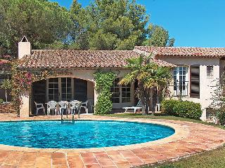 4 bedroom Villa in La Croix Valmer, Cote d'Azur, France : ref 2012687 - La Croix-Valmer vacation rentals