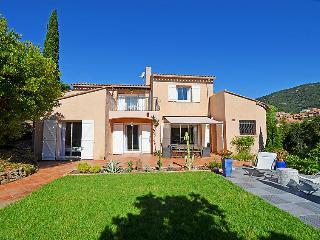 3 bedroom Villa in Cavalaire, Cote d Azur, France : ref 2217298 - Cavalaire-Sur-Mer vacation rentals