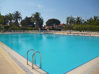 2 bedroom Apartment in Saint Tropez, Cote d Azur, France : ref 2236489 - Saint-Tropez vacation rentals