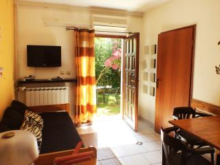 Yellow apartment with a large garden - Pula vacation rentals