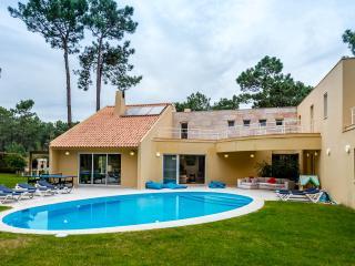 Shinning Villa with heated pool near Beach &Golf - Charneca da Caparica vacation rentals