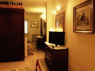 Romantic 1 bedroom Grazie Bed and Breakfast with A/C - Grazie vacation rentals