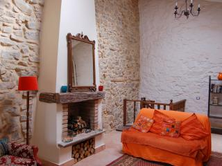 Spacious light cottage, sea view, 15 mins to beach - Laureana Cilento vacation rentals