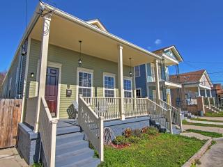 Spacious 4BR New Orleans House w/Wifi, Covered Front Porch & Private Fenced Yard - Walk to the Canal Streetcar! Easy Access to Numerous Renowned Attractions! - New Orleans vacation rentals