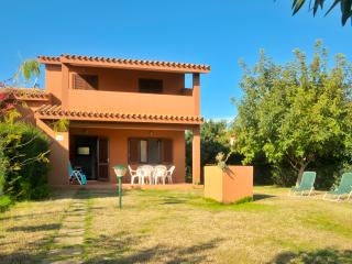 Bright 2 bedroom House in Costa Rei with Parking - Costa Rei vacation rentals