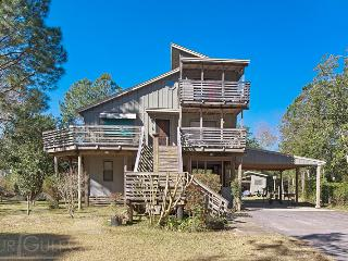 Beautiful House with Internet Access and Water Views - Gulf Breeze vacation rentals