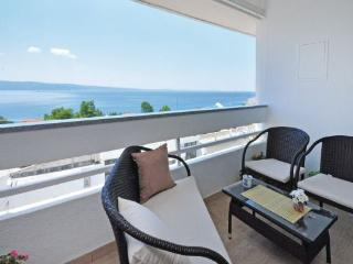 Cozy 2 bedroom Condo in Dugi Rat - Dugi Rat vacation rentals