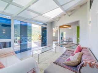 Sleek 3 Bedroom Condo in Lagoa da Conceicão - Florianopolis vacation rentals
