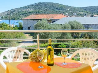TH01920 Apartments Anton / Two bedroom B - Vinisce vacation rentals