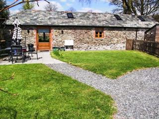 THE COACH HOUSE, all ground floor, private garden, woodburner, WiFi, nr Tavistock, Ref 933357 - Tavistock vacation rentals