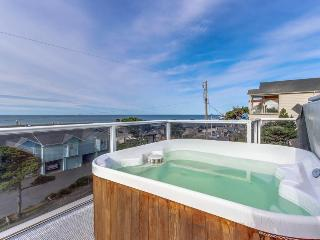 Luxury home w/game room & hot tub overlooking the beach! - Lincoln City vacation rentals
