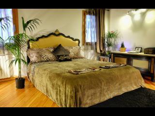Royal Loft - Gondola Room - Next San Marco - Venice vacation rentals