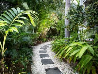 Paradise Cottage Brighton - tropical tranquil - Brighton vacation rentals