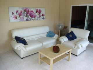 Beach Apartment Hat Mae Ramphueng - Rayong vacation rentals