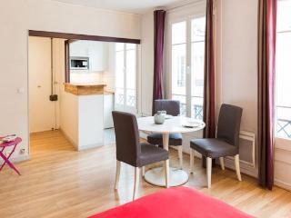 Rue de Montmorency. Quiet and Sunny Studio Le Marais. - 3rd Arrondissement Temple vacation rentals