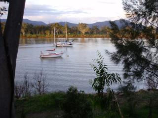 Riverside Cottage South Rockhampton, pet friendly, fully airconditioned. - Rockhampton vacation rentals