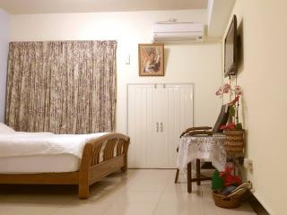 Cosy room (Near MRT Kaohsiung train, bus station) - Kaohsiung vacation rentals