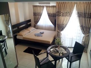 Romantic 1 bedroom Condo in Malay - Malay vacation rentals