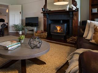 Spacious House with A/C and Hot Tub - Daylesford vacation rentals