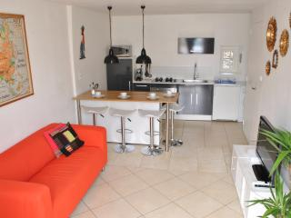 Nice Townhouse with Television and Balcony - Salon-de-Provence vacation rentals