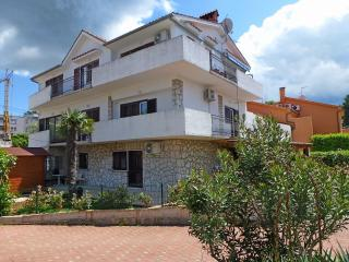 Bright 4 bedroom Njivice Apartment with Television - Njivice vacation rentals