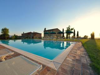 Romantica camera con piscina - Buonconvento vacation rentals