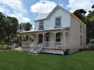 Beautiful Lodge with Internet Access and Wireless Internet - Rawhiti vacation rentals